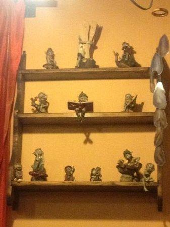 La Grotta degli Elfi: statue