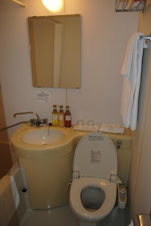 Best Western Yokohama :                   Bathroom sink/toilet/bidet