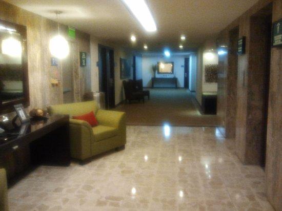 Tryp by Wyndham San Jose Sabana: pasillos