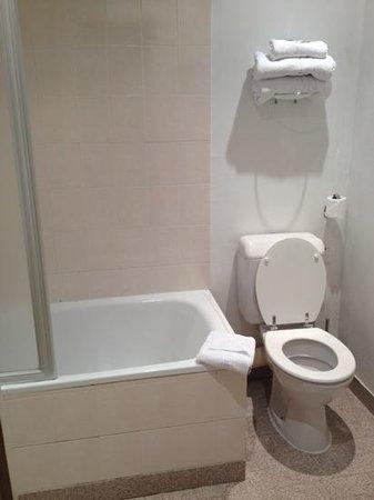 Hotel Ariane Montparnasse:                                     sale de bain