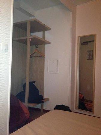 Hotel Ariane Montparnasse:                                     entrée de chambre