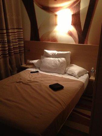 Hotel Ariane Montparnasse:                                     le lit