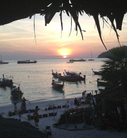 Blue Tribes Garden Beach Resort:                   pattaya beach- sunset