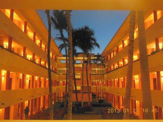 Iberostar Dominicana Hotel: Interior of bldg complex