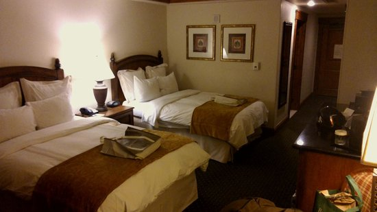 Vail Marriott Mountain Resort: QQ bedroom - nice!