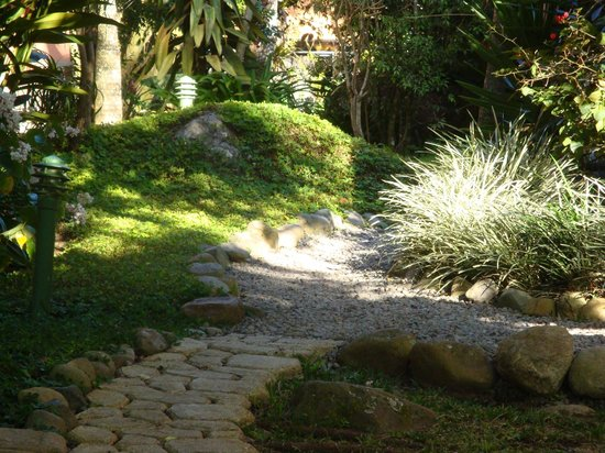 Boquete Garden Inn:                   Paths on property