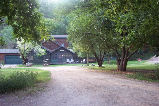 Lake Park Campground and Cottages:                   Deer Glen Lodge