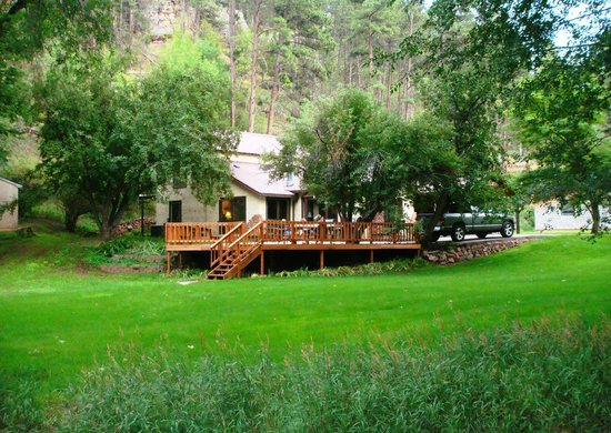 Lake Park Campground and Cottages:                   Lake View Lodge - Deer Glen is just beyond it to the left