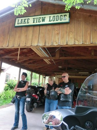 Lake Park Campground and Cottages:                   Carport at Lake View - leads into Bunkhouse w/Kitch/Full Ba/BR