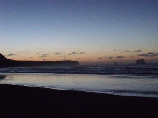Rapahoe Bay Holiday Park:                   Rapahoe Beach at dusk
