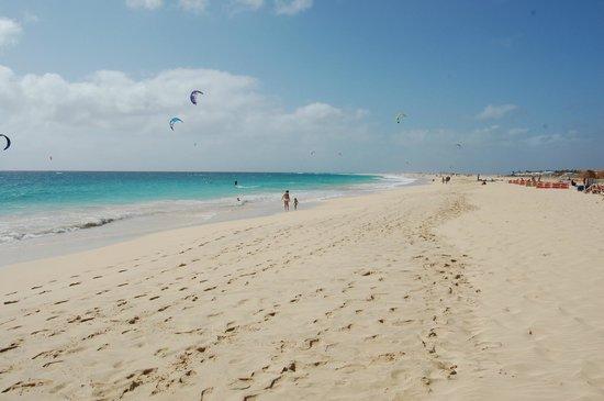 Hotel Oasis Belorizonte:                                     Den underbara stranden precis vid hotellområdet