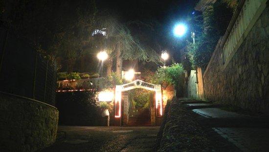 L'ingresso dell'Hotel Astoria
