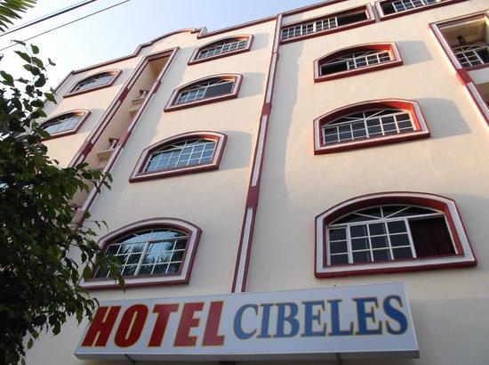 Hotel Residencial Cibeles : Façade rénovée de ce charmant établissement en janvier 2013.