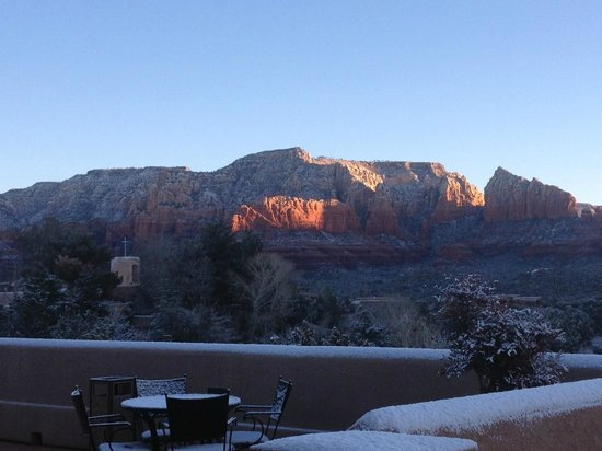 Best Western Plus Inn of Sedona: Early morning view  from the hotel patio in January