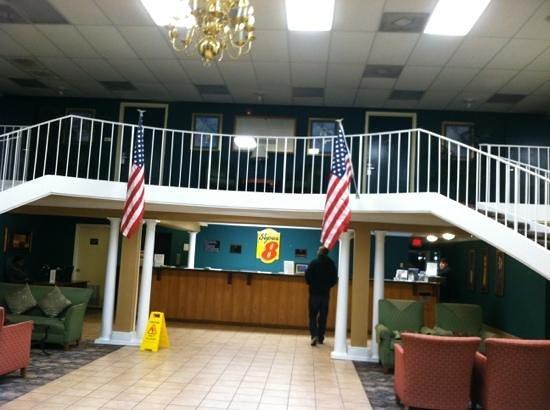 Super 8 Biloxi: front lobby