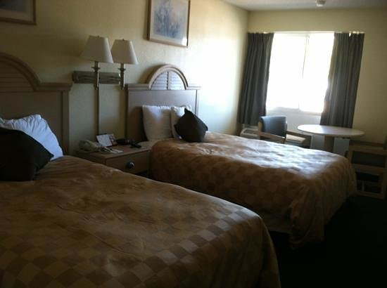 Super 8 Biloxi: our room