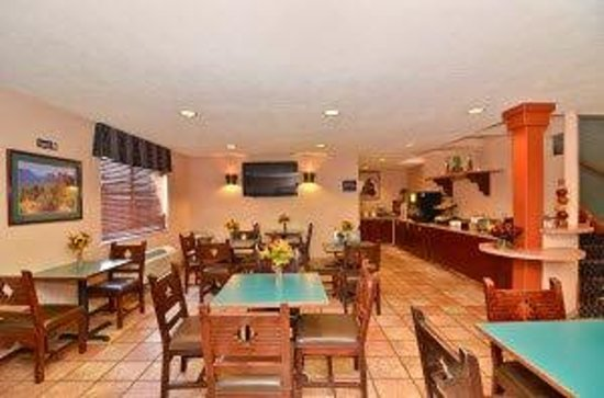 Americas Best Value Inn & Suites - North Albuquerque: Breakfast Area