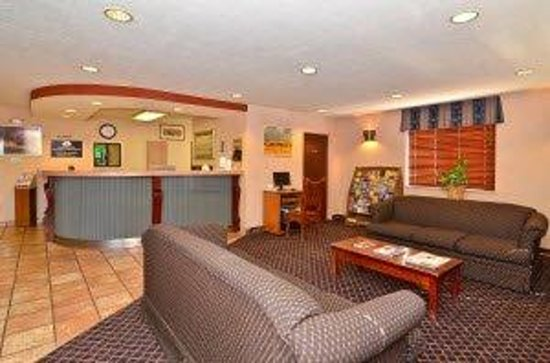 Americas Best Value Inn & Suites - North Albuquerque: Lobby