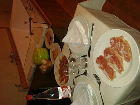 La posada de Somo: cena xa 2 en la habitación