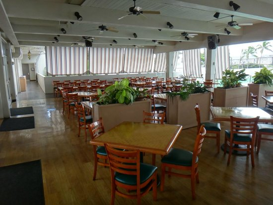 Maui Beach Hotel: The dining room, which was almost always empty