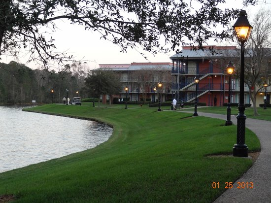 ‪‪Disney's Port Orleans Resort - French Quarter‬:                   As you walk outside, you experience panoramic views of the resort