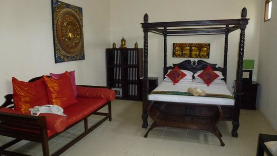 Pesona Beach Resort & Spa:                   Big bedroom