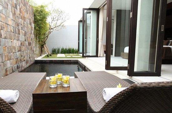 eqUILIBRIA SEMINYAK: Pool Villa Pool