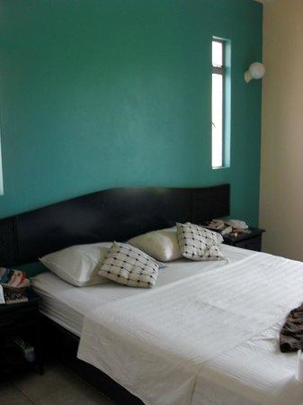 Escale Vacances:                                     chambre, literie changer ts les jours, une armoire , un miro