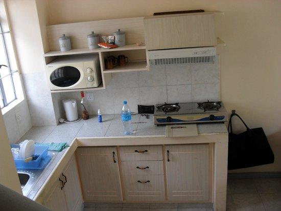 Escale Vacances:                                     cuisine :frigo,deux taques,micro onde, un peu de vaisselle,e