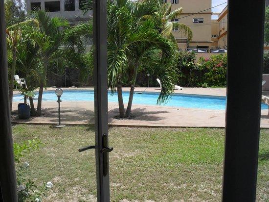 Escale Vacances:                                     piscine, accessible , vue de la piece de vie, de plein pied