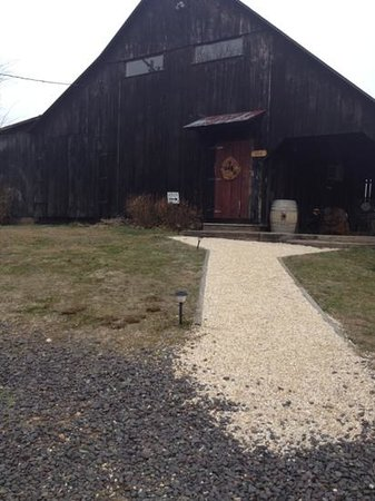 Sharp Rock Vineyards: sharp rock entrance