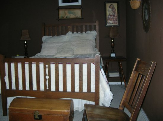 Thomas House :                   room with paranormal activity