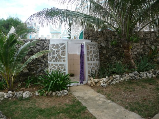 Moonlight Villa Seaside Resort:                                     Outdoor shower