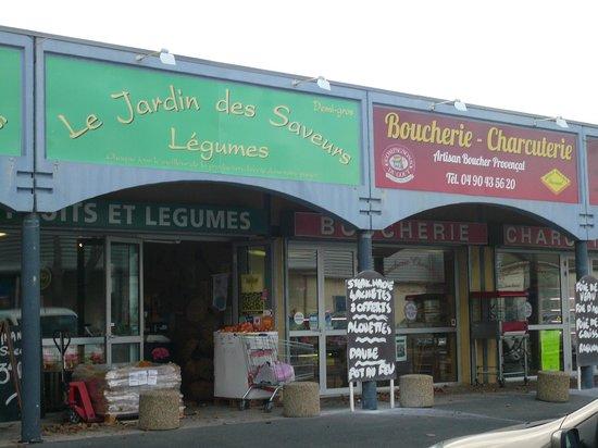 Mas D'Arvieux: artisanal gourmet stores 3-5km from b/b