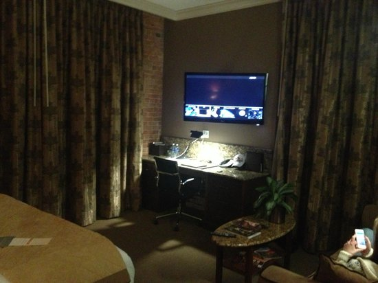 The Mining Exchange, A Wyndham Grand Hotel & Spa:                   Flat panel TV and desk