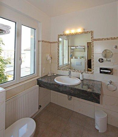Der Kaiserhof: bathroom example