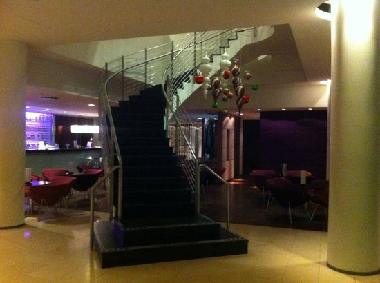 Hilton Reykjavik Nordica:                   Stairway in the lobby