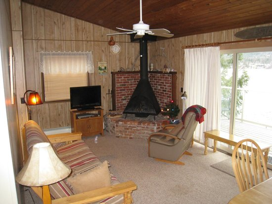 Bay Point on the Lake :                   Living room.  View of lake is out the sliding glass door.