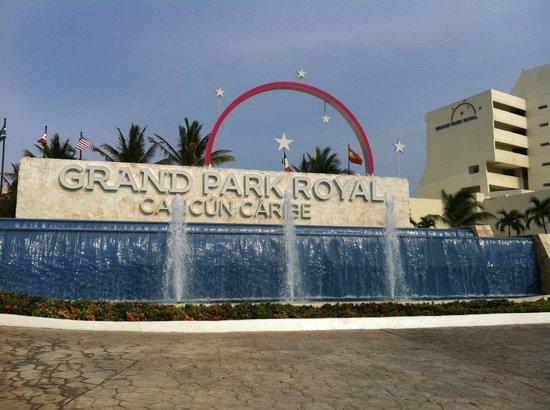 Grand Park Royal Cancun Caribe :                                     Llegando