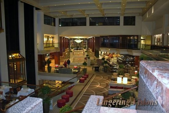Washington Court Hotel: Large spacious lobby