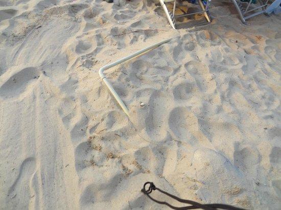 راجابروك ساموي ريزورت: Pipes sticking up on beach