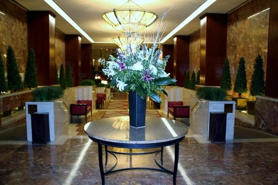Washington Court Hotel: They change the flowers every three days; beautiful!