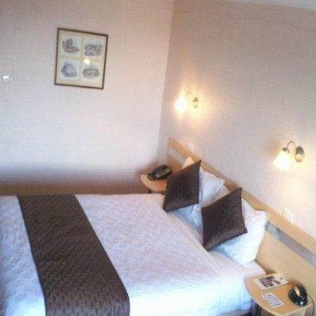 Balmoral on York: Pict Room RVT