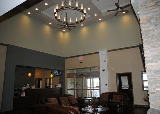 Comfort Inn & Suites Fort Saskatchewan: Lobby