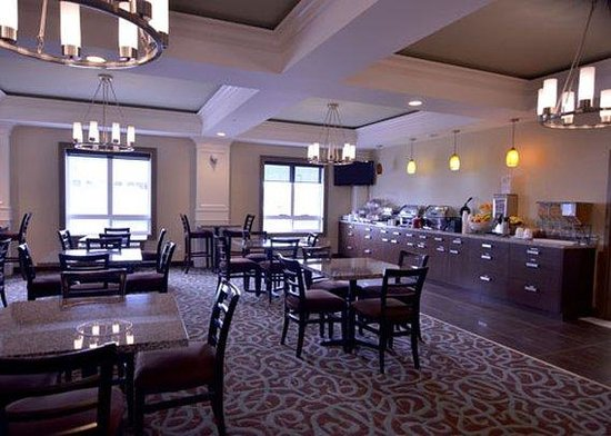 Comfort Inn & Suites Fort Saskatchewan: Breakfast Room