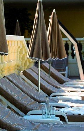 AC Hotel Ambassadeur Antibes- Juan les Pins : Swimming