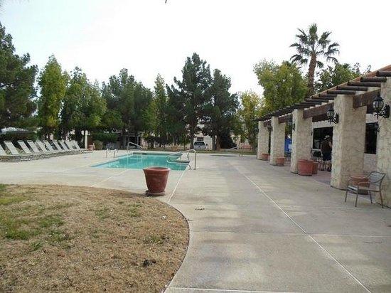 Arizona Charlie's RV Park :                   Swimming pool and hot tub area
