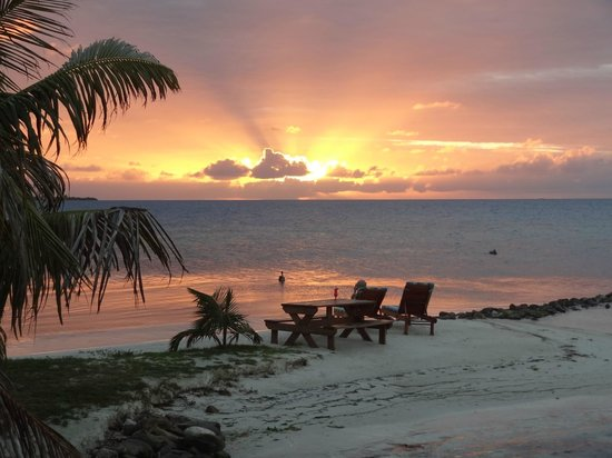 Hatchet Caye Resort:                   Watching the sunset