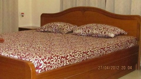 GUEST INN Home Stay: Luxury Air-conditioned Room