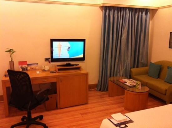 Taj Connemara, Chennai: flat screen TV